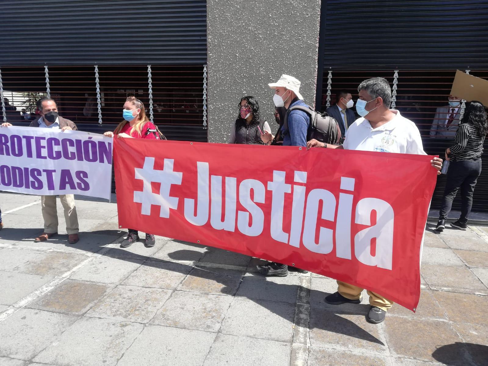 Con manifestación periodistas exigen un alto a la violencia y exigen justicia