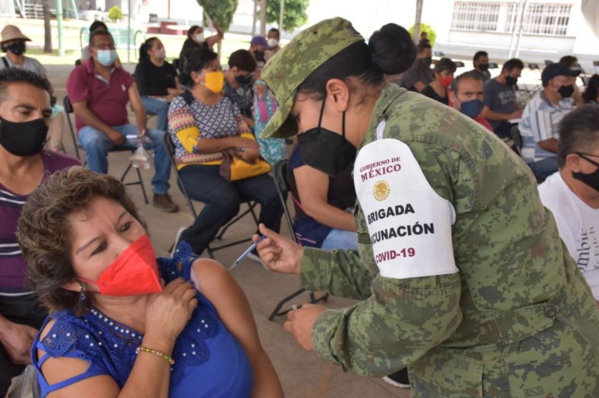 Anuncian segunda dosis contra COVID-19 para jóvenes de 30 a 39 años Huixquilucan