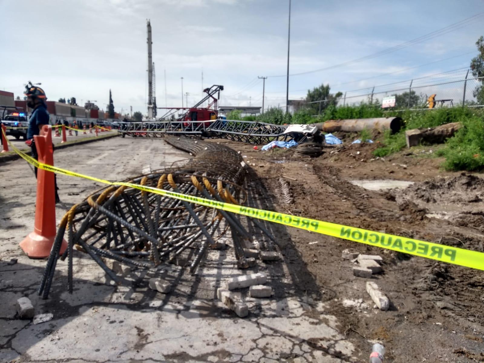 Enorme grúa cae y aplasta a 5 trabajadores en Ecatepec