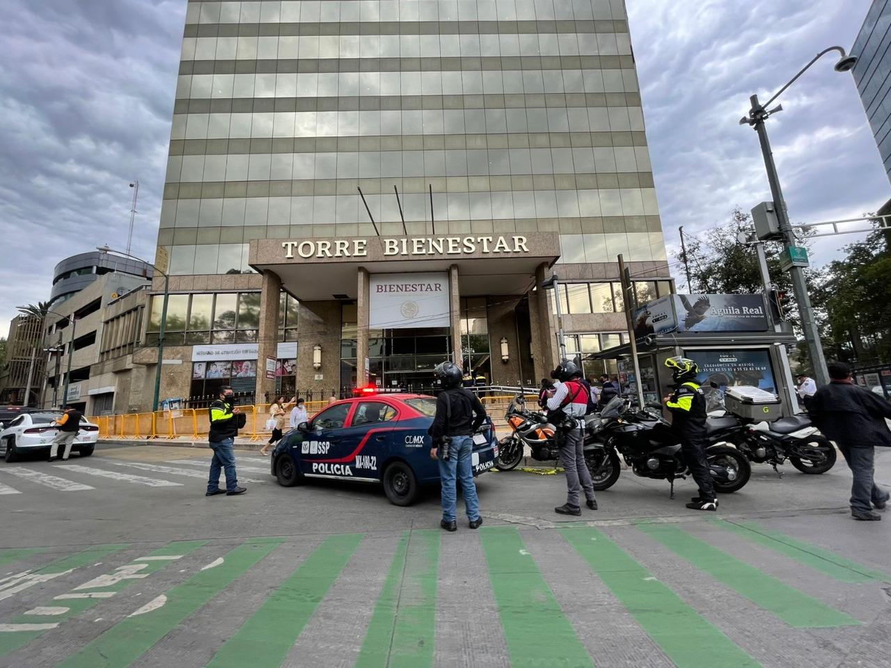 #VIDEO Desalojan Torre Bienestar por amenaza de bomba