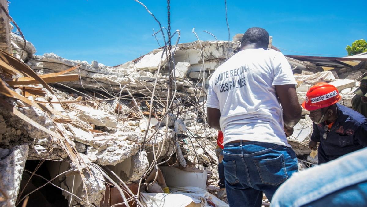 1.297 muertos, miles de desaparecidos y hospitales desbordados tras terremoto