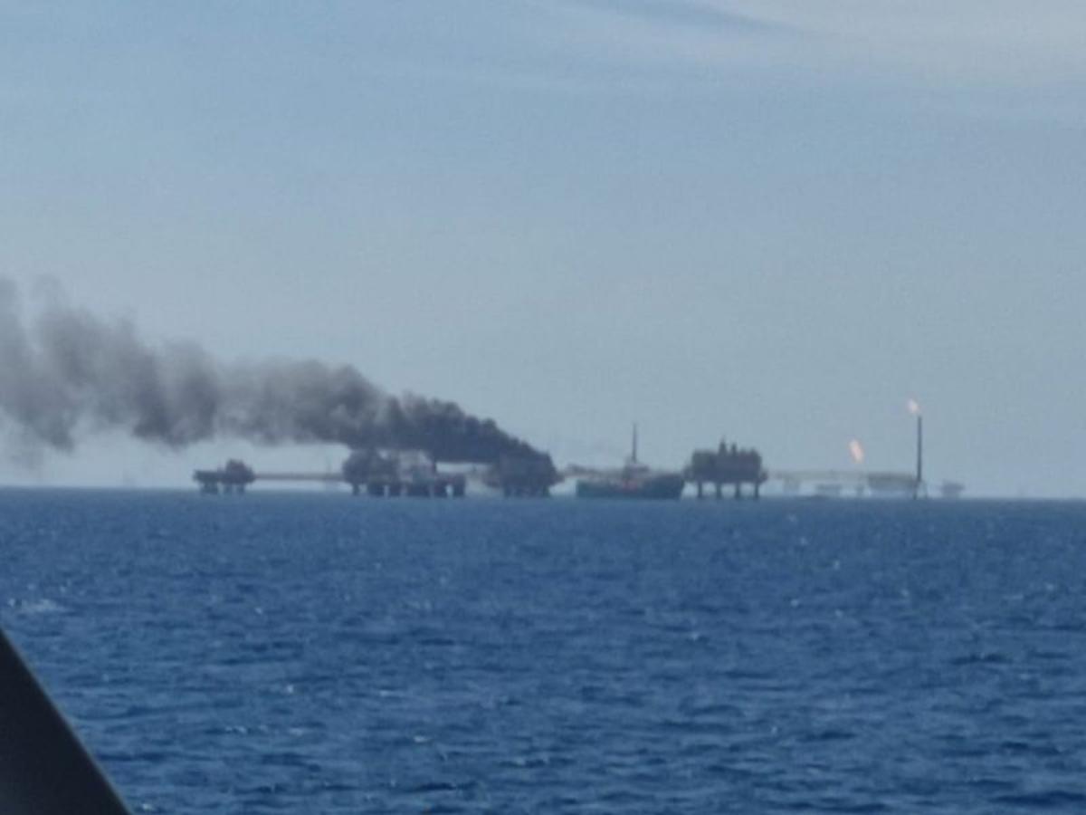 Se registra incendio en plataforma marina de PEMEX en Campeche
