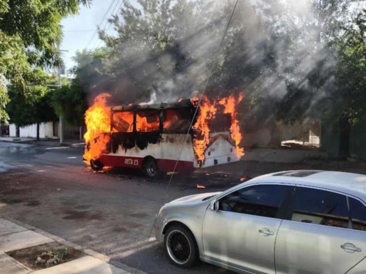 Queman delincuentes autobús de pasajeros en Tamaulipas