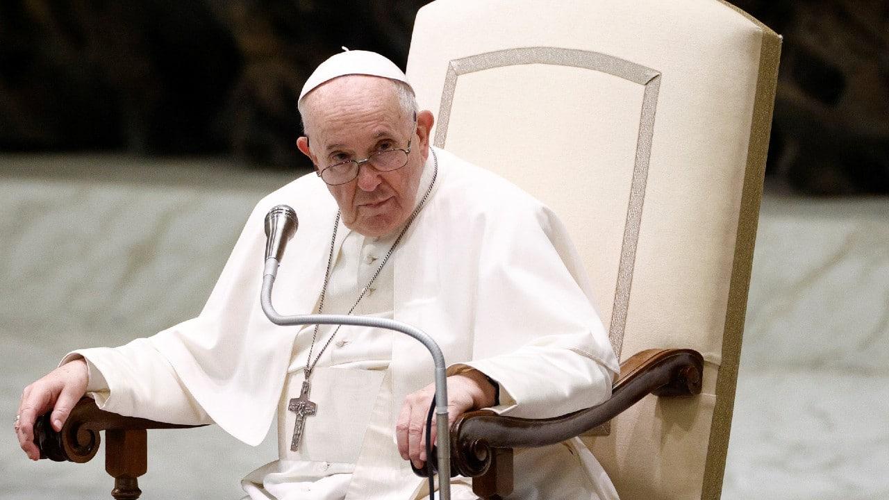 Papa Francisco afirma que vacunarse contra COVID-19 es un acto de amor