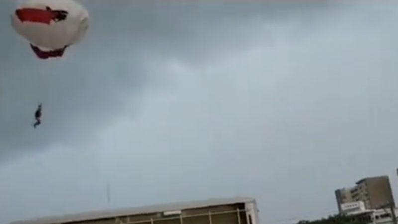 #Video Una mujer del cae del parachute en Puerto Vallarta