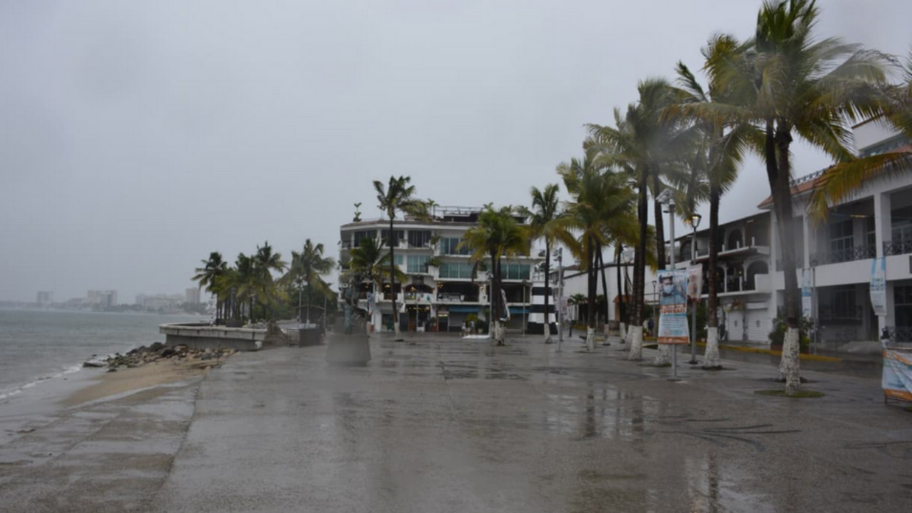 "Huracán ""Nora"" causa daños por torrenciales lluvias en varios estados"