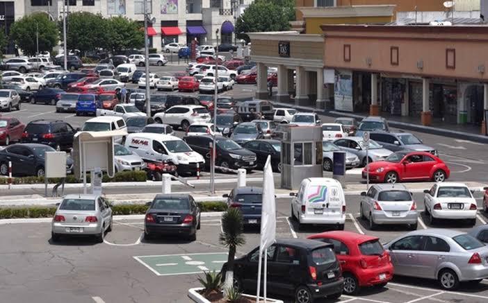 Estacionamientos de plazas comerciales dejarán de dar 30 minutos gratis en Metepec
