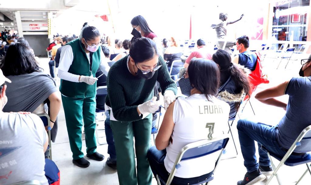 Excelente participación de jóvenes de 30 a 39 años en Jornada de Vacunación en Toluca