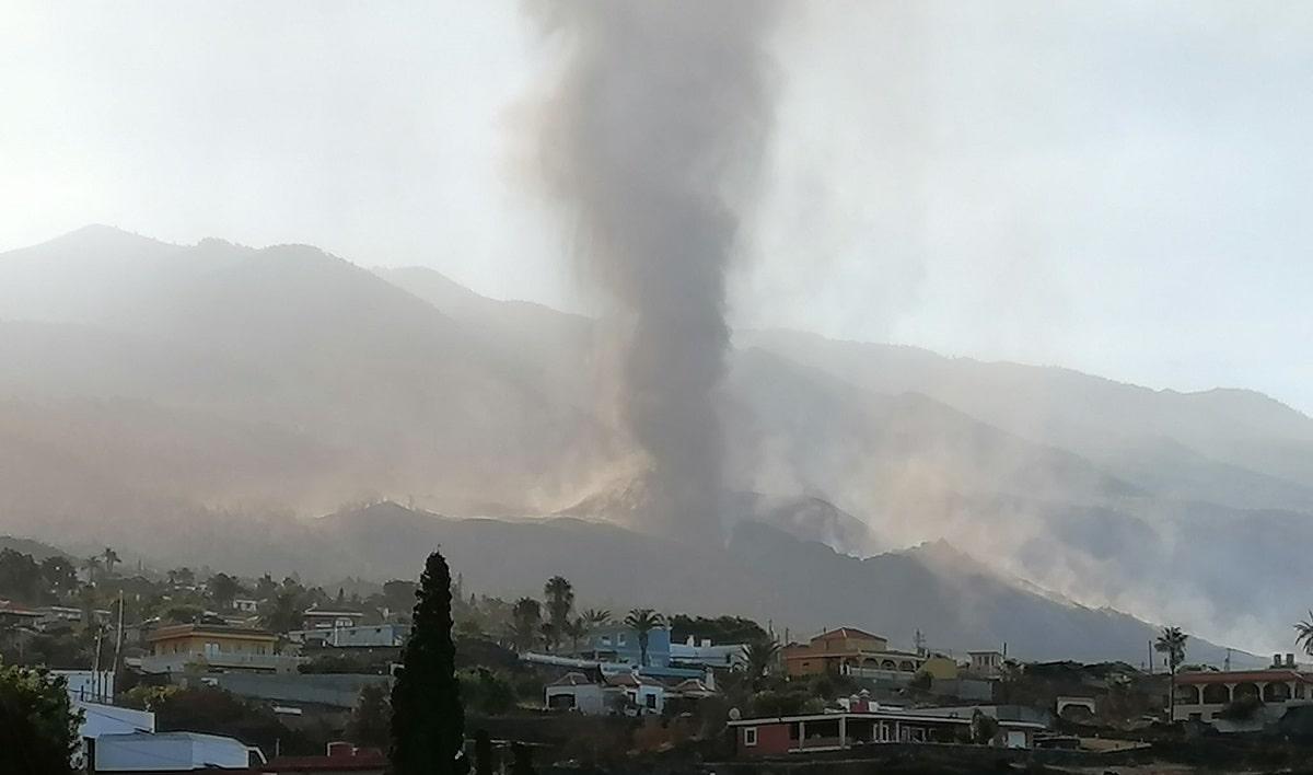 Se abre una nueva boca en el Volcán de la Palma (video)