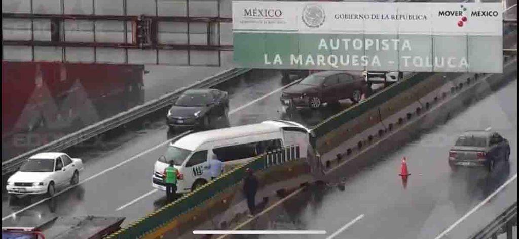 #Video Dos vehículos se impactan en la México-Toluca a causa de la lluvia