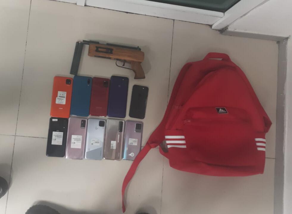 Ecatepec detienen a 3 integrantes de supuesta banda que asaltó una tienda departamental y recuperan botín