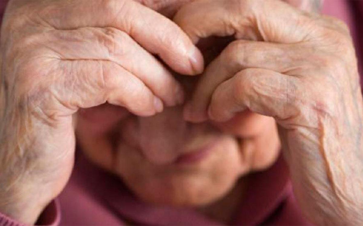 Esclavizaban a una abuelita en su trabajo, dormía en una silla
