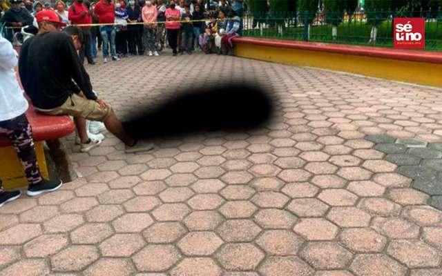 Mujer es asesinada a balazos frente a iglesia en Edomex
