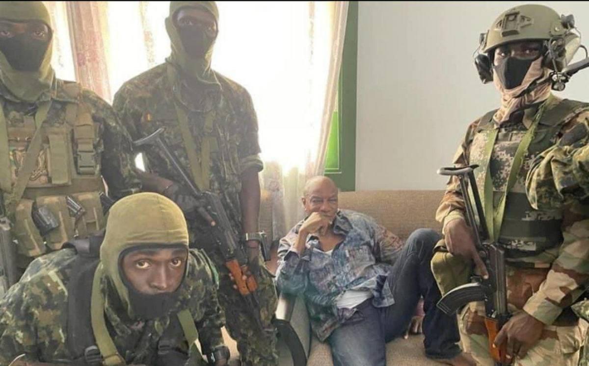 #VIDEO Alpha Condé, presidente de Nueva Guinea es capturado por fuerzas militares