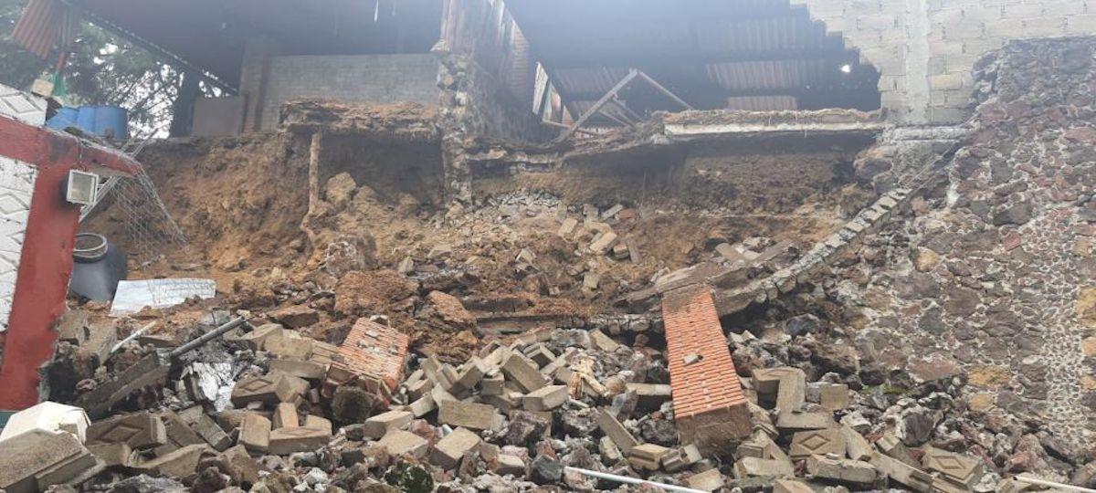 Deslizamiento de tierra sepulta varios perritos de una albergue en Xochimilco
