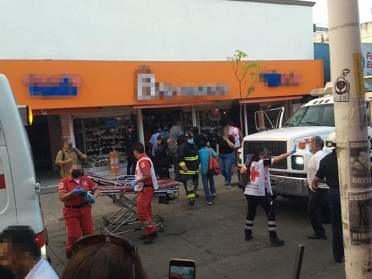 Se desploma techo de una zapatería en Culiacán; 6 personas quedaron atrapadas
