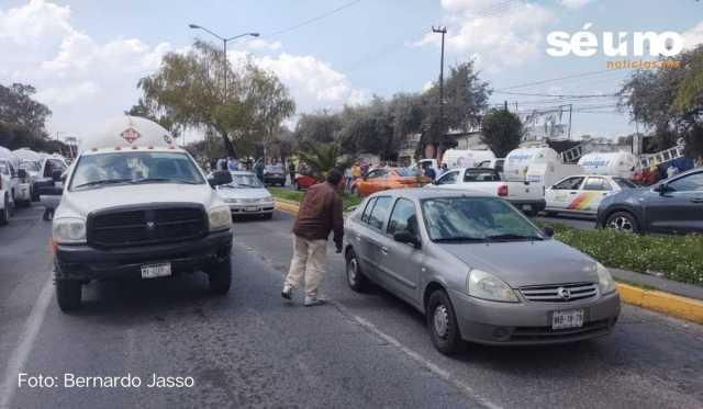 Gaseros bloquean vialidades en Toluca; exigen mejores comisiones