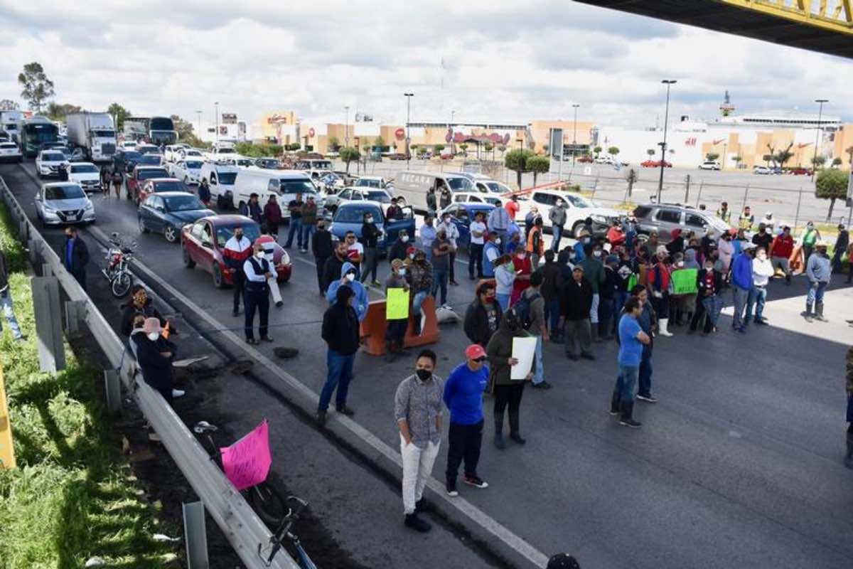 Habitantes De San Pedro Cholula bloquean carretera México-Toluca