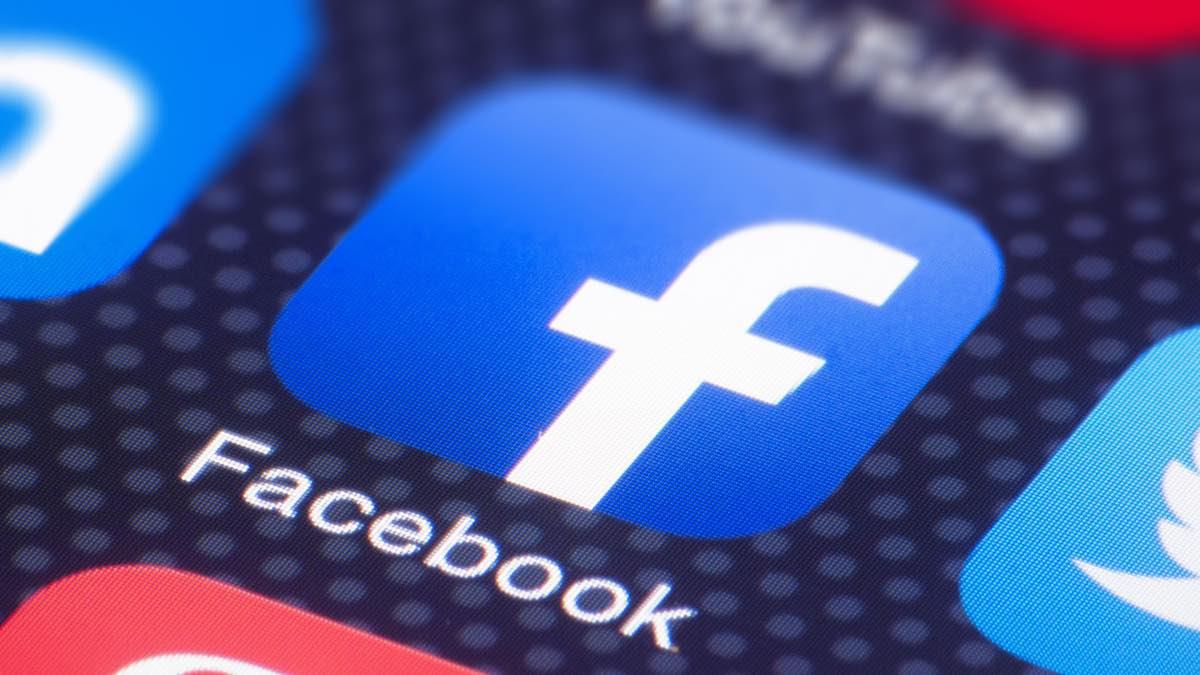 Empleados de Facebook se quedan  fuera tras caída de la plataforma