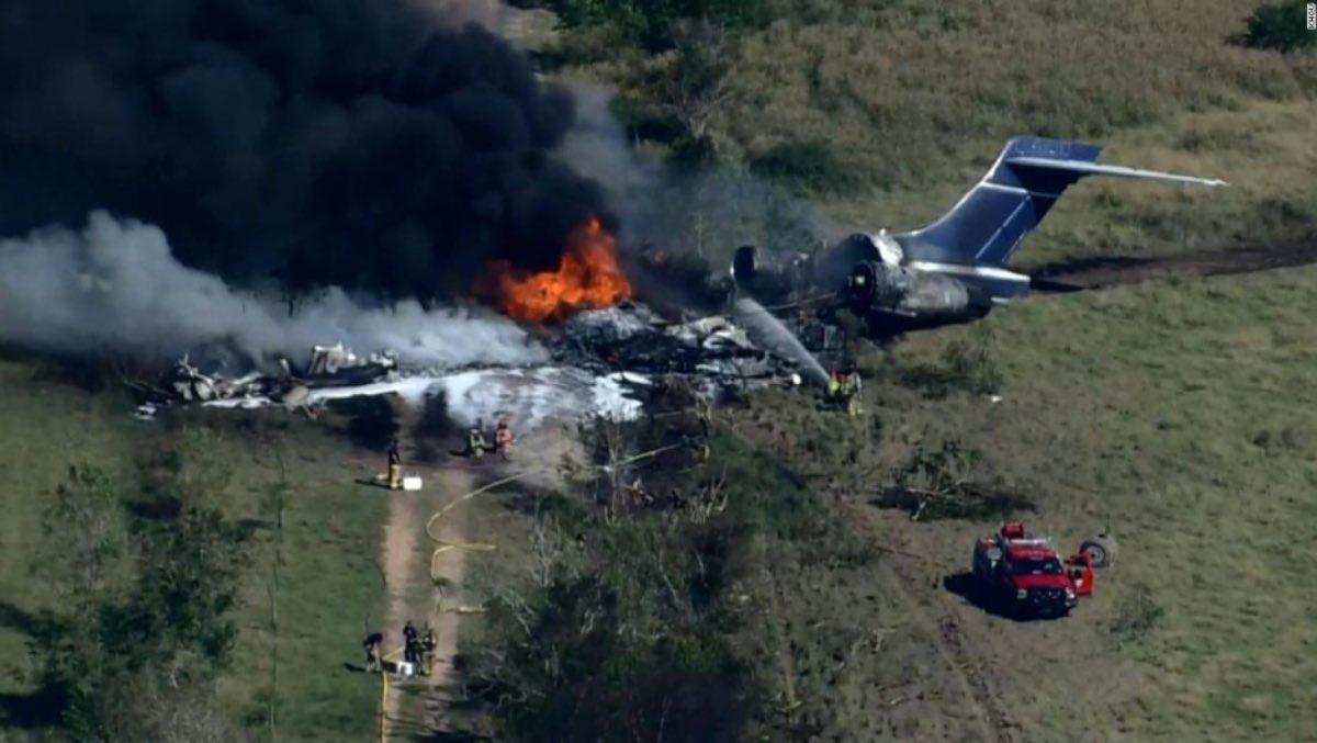 Se estrella avión con 21 pasajeros a bordo en Houston no hay lesionados