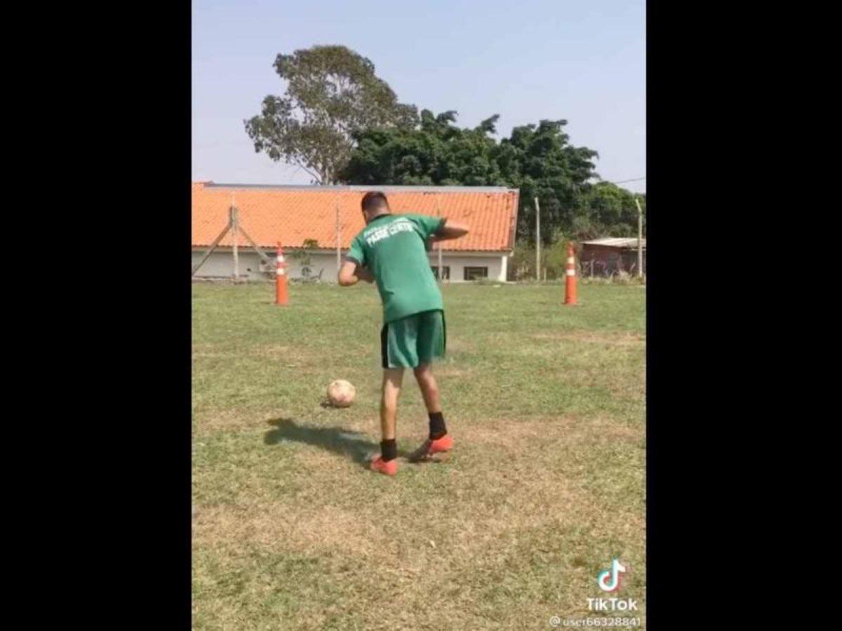 #VIDEO Nunca serás futbolista!, ¡Nunca!', le dijeron, y míralo, se hace viral