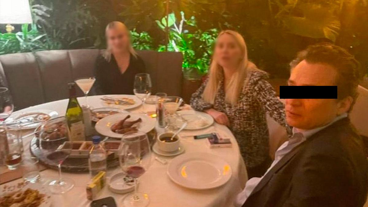 Emilio Lozoya es captado en restaurante de la CDMX comiendo