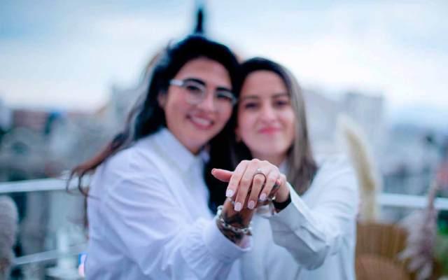 Mujer pide matrimonio con mensaje en la Torre Latino