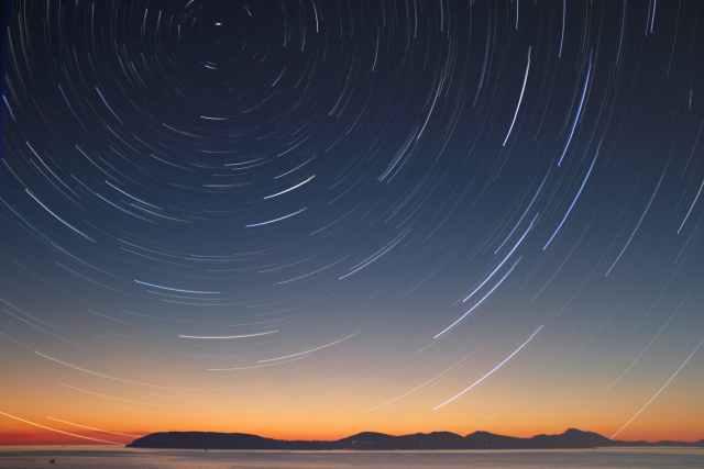 photo of night sky Octubre estará lleno de fenómenos astronómicos que podrás observar