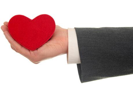 generoso, corazón en la mano