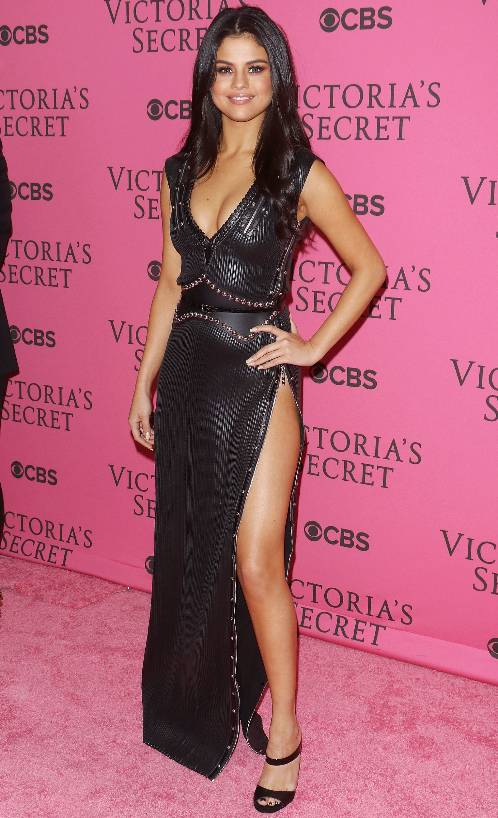 Selena Gomez Reveals Why She Wore Blue Contacts at the Victorias Secret Fashion Show