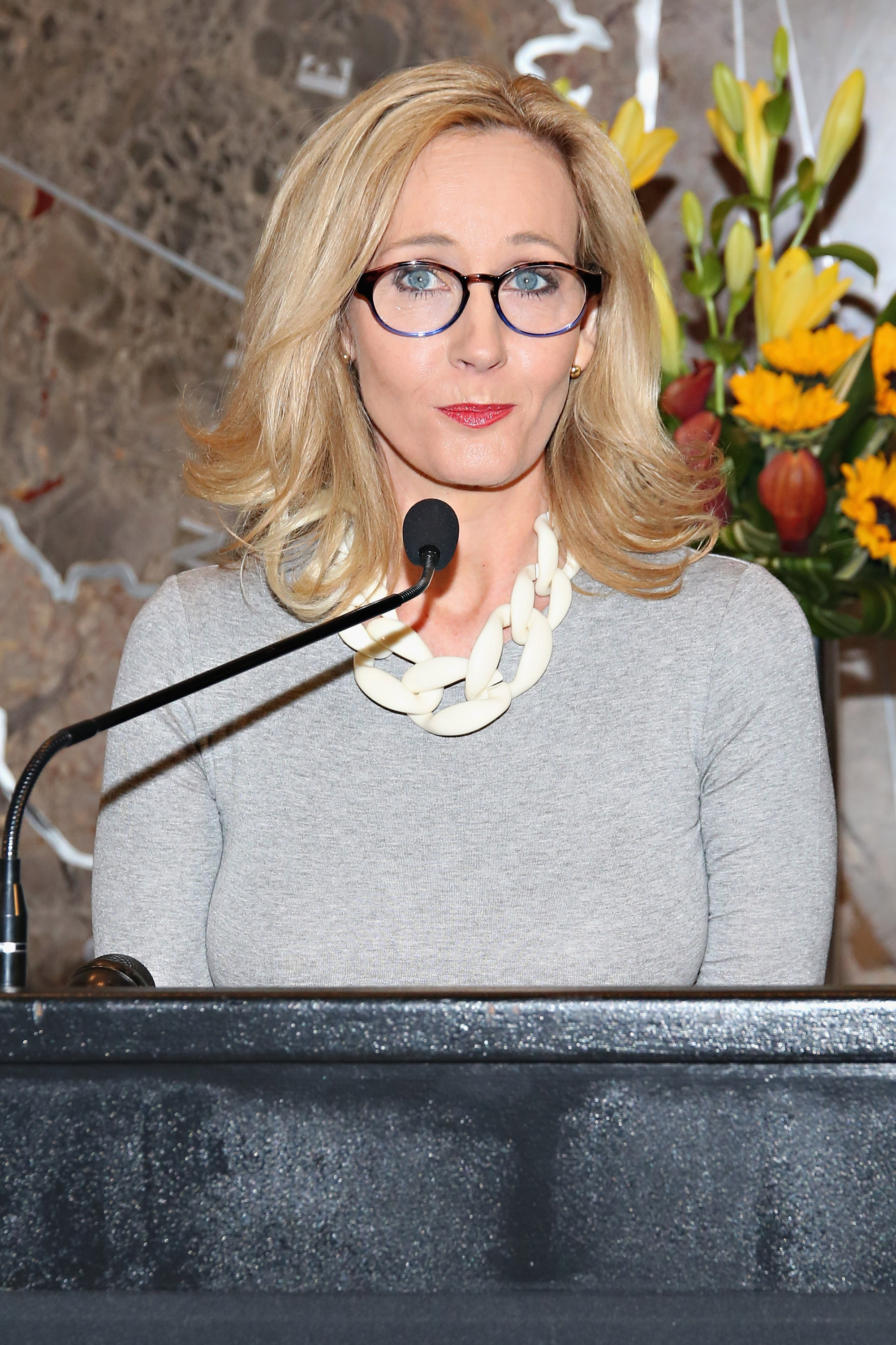 JK Rowling Hilariously Uses Harry Potter to Shut Down Donald Trump Aides Offensive Tweet