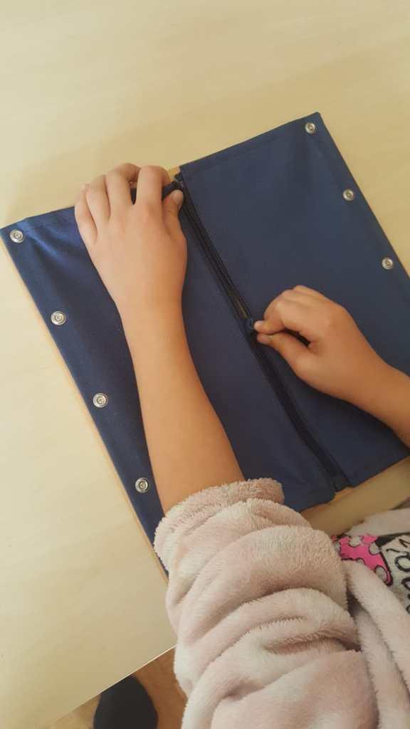 Cadre d'habillage montessori - La fermeture éclair #cadremontessori #viepratique