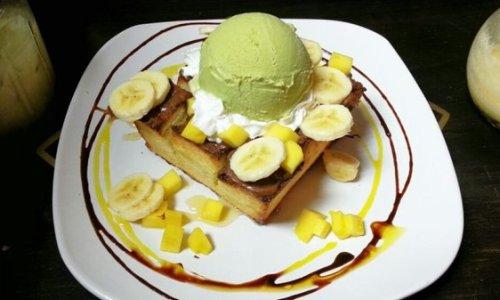 Сан-Диего. Up2You. Honey Toast c бананами, манго, мороженым Зеленый чай