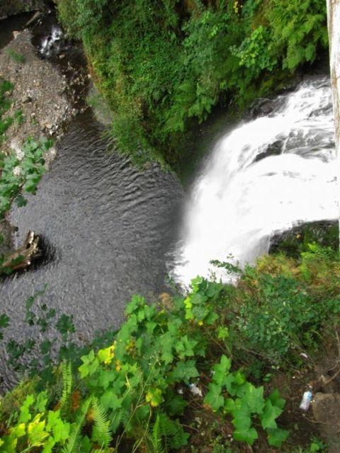 Орегон. Водопад Multnomah Falls. Вид с моста Бенсона (Benson Bridge)