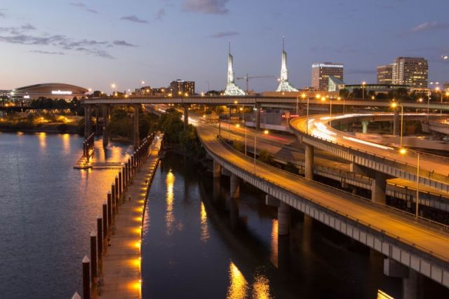 Вечерний Портленд. Esplanade Eastbank - дорожка для пешеходов и велосипедистов