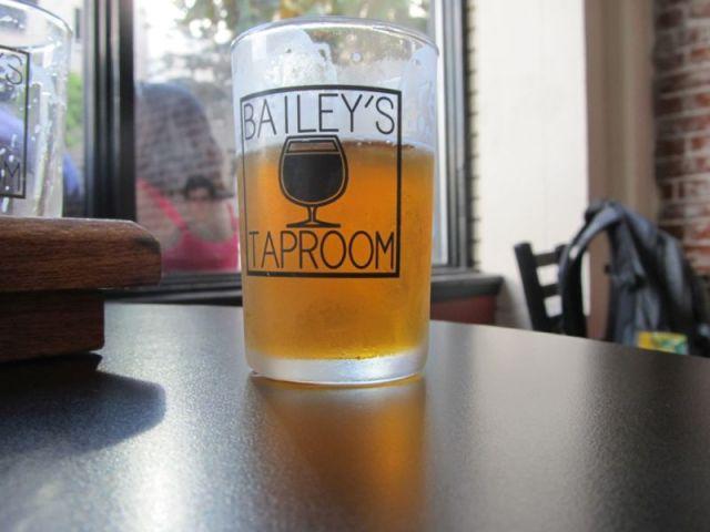 Bailey's Taproom - один из лучших портлендских пивных баров