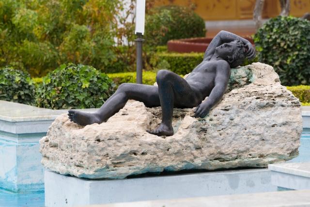 Калифорния Достопримечательности Вилла Гетти Бронзовая скульптура во Внешнем перистиле