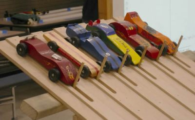 1024px-Pinewood_derby_cars_02A