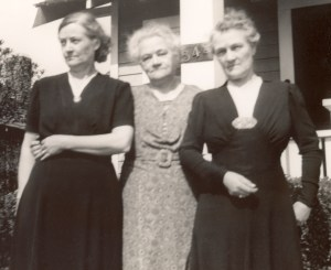 Chamberlin sisters: Mamie Rosborough, Nellie Chatfield, Ada Whitaker