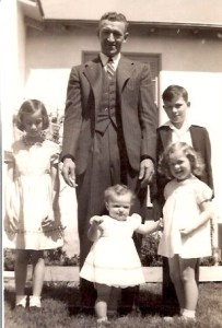 Carl Clemens, Carleen, Larry, Betty & Claudia Mar 28, 1943