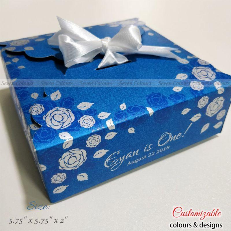Wedding gift ribbon box square folds