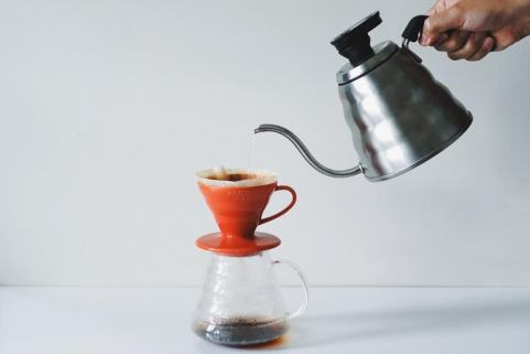 Pouring into Red V60