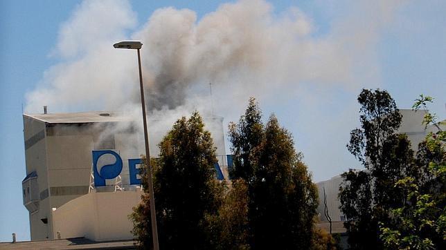 Cuatro heridos en el incendio de la fbrica de Persn