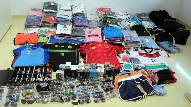 Intervenidas en El Ejido más de 700 prendas deportivas falsificadas