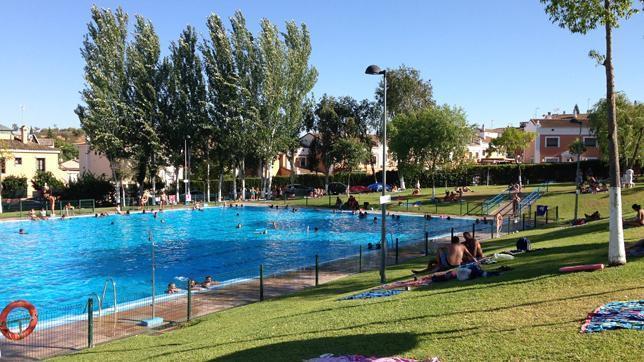 Las piscinas de Dos Hermanas registraron 35000 entradas durante el verano