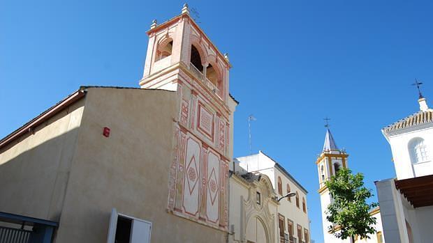 Fachada restaurada de la antigua hacienda de La Almona / L.M.
