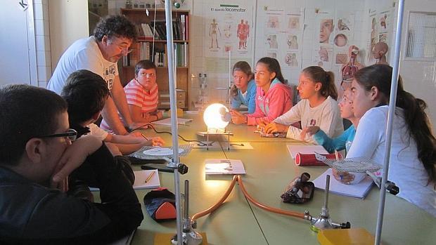 El alumnado forma grupos de trabajo desde Infantil a Secundaria