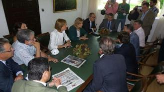 https://i0.wp.com/sevilla.abc.es/media/sevilla/2016/07/18/s/ybarra-visita-ministra2-U10192415362S1C--620x349@abc.jpg?resize=329%2C185