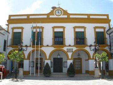 El Ayuntamiento, junto con la Plaza de Andalucía situada a su espalda, son los emplazamientos más destacables de La Puebla de Cazalla