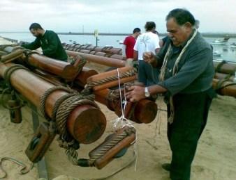 Artesanos de Punta Umbría han realizado trabajos de arboladura y cordelería totalmente tradicionales/Paco Cordero